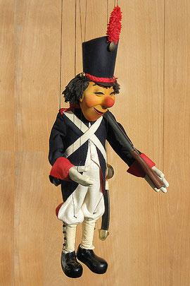 Marionette fertig bekleidet und geschnürt