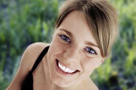 lächelnde Frau © proDente e.V.
