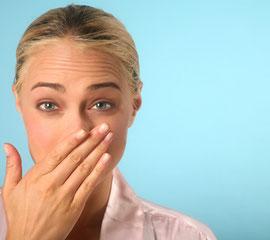 Kann unsicher und gehemmt machen: Mundgeruch © hanzl - Fotolia.com