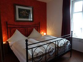 Doppelbett-Schlaffzimmer