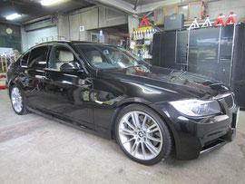 BMW335Mのホイール(シルバー)のガリキズ・スリ傷・欠けのリペア(修理・修復・再生)前の車輛全景写真