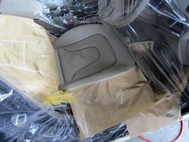 アウディクワトロレザーシート色落ち傷リペア修理中写真