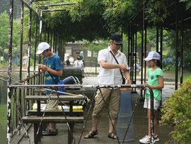 六甲山カンツリーハウスの池・釣り堀で鯉と金魚釣りの写真2