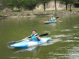 円山川公苑でカヤックに乗った時の家族写真