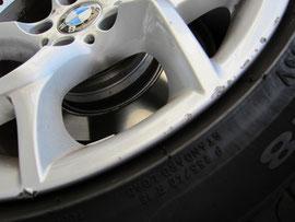 BMW X1 純正ホイールのガリ傷(キズ)のリペア前アップ写真