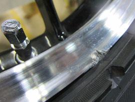BBSホイールのガリ傷、欠け、スリキズのリペア、修理前のアップ写真