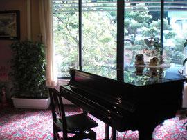 食事処の出口にピアノがあるが、タイミングが   悪いのか、演奏を聞いたことがない!