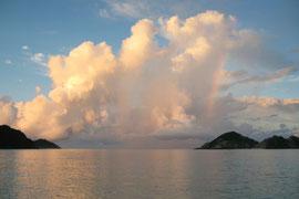 ∞ 沖縄県慶良間諸島 夜明けの景色