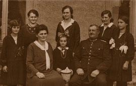 Familienbild Anfang 20. Jahrhundert