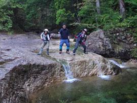 滑床岩と乳岩峡エメラルドグリーン。
