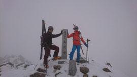 今シーズンは白山山頂から初滑り。