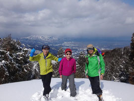 山頂からは麓の砺波平野がよく見えます。
