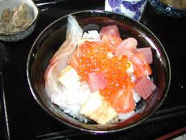 主任作「海鮮丼」