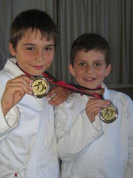 Karate-Boys aus Bolligen: Dominik Rohrer und Marcel Chatelain