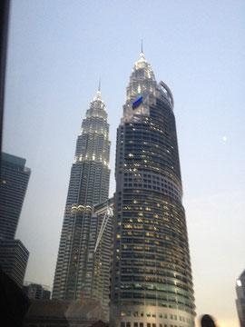 Petrona Twin Towers (Kurz vor Ankunft an unserem Hotel aus dem Taxi fotografiert)