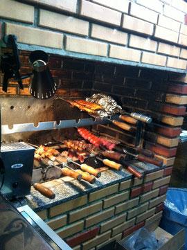 Churrascaria Choupana では、店主こだわりの手作りのレンガの炉(シュハスケイラ)でお肉を炭火焼きします。