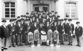 Im Jahr 1967 in neuen Uniformen.