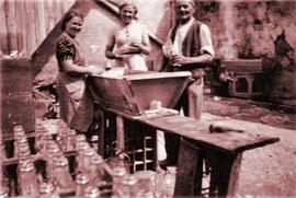 Flaschenwaschen im Jahr 1935