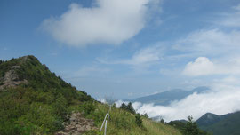 烏帽子岳と菅平高原の山なみ