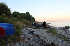 Jugendleiter/innen mit den Knirpsen am Strand!