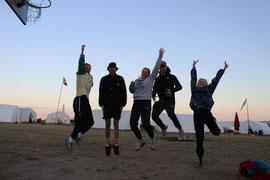 Das Jugendzeltlagerteam 2011 bei der Vorbereitung des Simpsonsspiels!