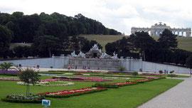Schönbrunn, Schlosspark mit Blick auf die Gloriette