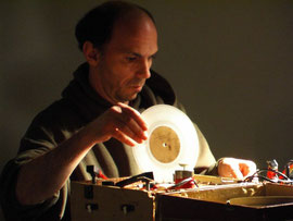 Martin Tetreault, turntables (2006)