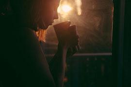 Die gute Tasse Tee oder Kaffee, die uns schnell und einfach startklar, reizvoll und sexy macht?! - Quelle pixabay