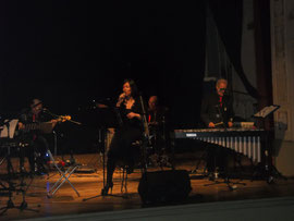 """Edy Mercuri, vocalist, and the """"Old 5 Swingers"""""""