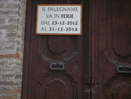 The carpenter's notice on his door in Piazza Alta, Amandola