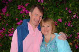 The photo shows Angharad Jeffery and her husband Richard. Students can stay with and learn English in the teacher's home near Oxford, either one-to-one or in small groups.