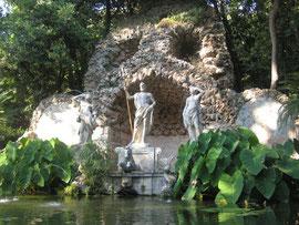 Ботанический сад и замок в Трстено.