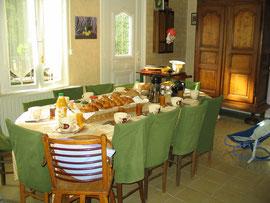 Salle réservée à votre petit-déjeuner et votre dîner sur réservation