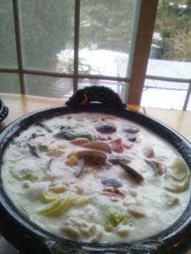 真っ白なスープだから、白雪鍋
