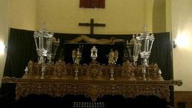 Paso del Cristo Yacente con los faroles