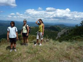 Sur le GR61, au sommet du Rocher de l'aigle