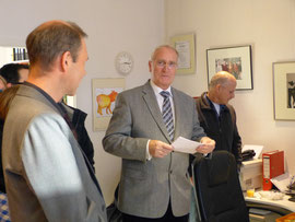 1. Bürgermeister Dr. Fischer übermittelt die Grüße der Stadt Hagen