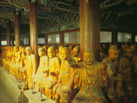 Vergulde houten beelden van Arhat