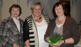 LandFrauenpräsidentin Marga Trede mit der wiedergewählten 1. Vorsitzenden Monika Wülbern und der neuen Beisitzerin Brigitte Herder
