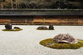 あまりにも有名な、龍安寺石庭