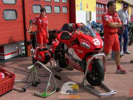 Nostri cavalletti in acciaio nel box Ducati