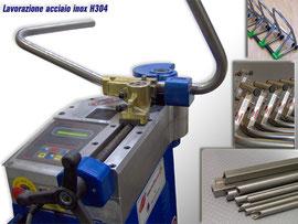 Produzione cavalletti moto in acciaio inox