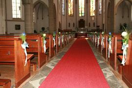 Blumen Kirchenbänke