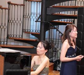ピアノ講師鈴木江津子、声楽岬先生