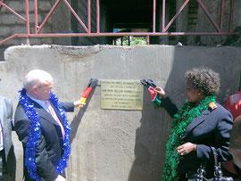 Einweihung der Schule mit der kenianischen Bildungsministerin - Klicken zum Vergrößern