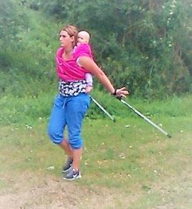 Sport mit Baby in einem Tragetuch oder einer Tragehilfe z. B. Buzzidil, Bondolino, Manduca, Fräulein Hübsch