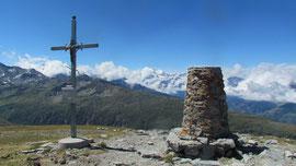 La croce e il cippo di vetta dello Spitzhorli m. 2737