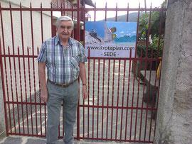 Il Presidente Roberto Albini davanti al cancello della sede a Ghevio