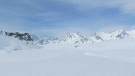Il lago Castel m. 2224 (ghiacciato)