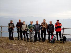 Foto di gruppo in vetta al Mottarone m. 1491